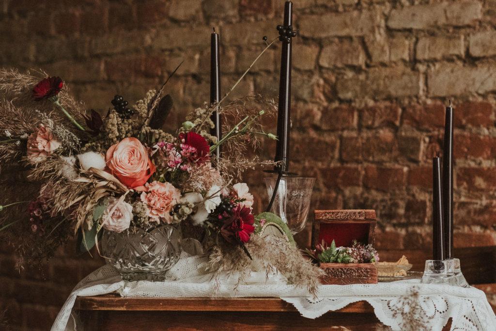 Stoliczek przystrojony do ślubu. Wedding table..