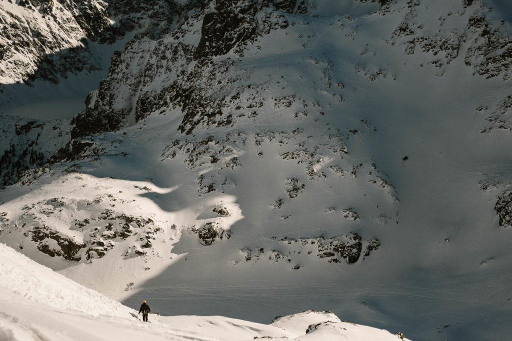 Widok na Dolinkę za Mnichem z podejścia na Szpiglasową Przełęcz.
