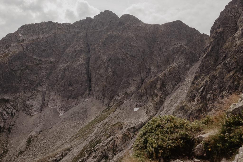 Widok z Kościelca w stronę Koziego Wierchu.