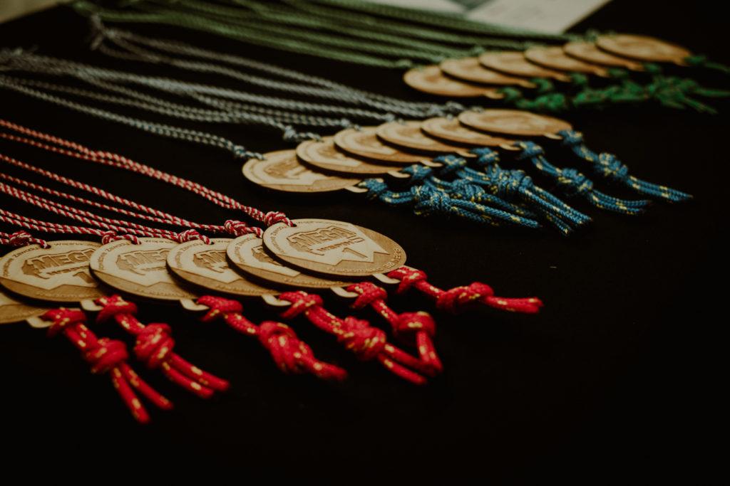 Medale z drewna.