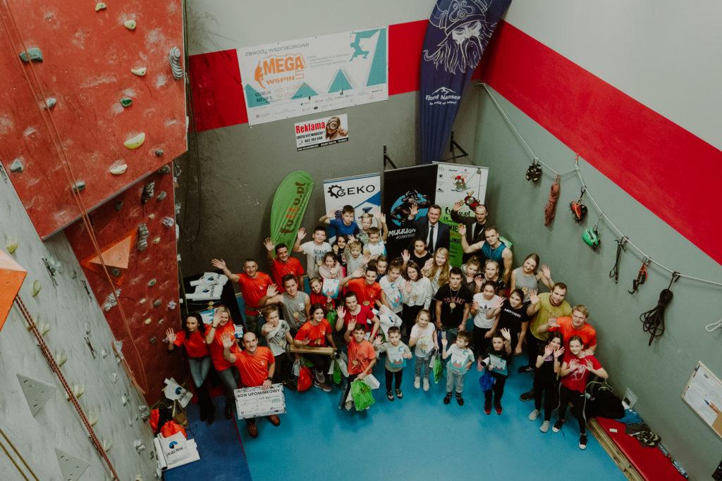 Zdjęcie grupowe uczestników zawodów.