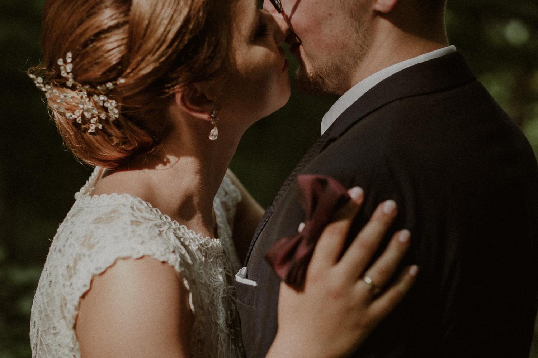 pocałunek Liliany i Łukasza.