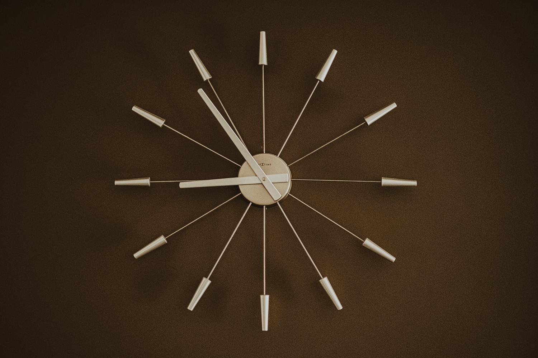 Zegar na ścianie